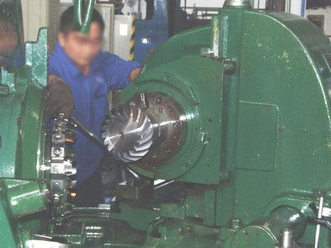 Spiral gear milling machine